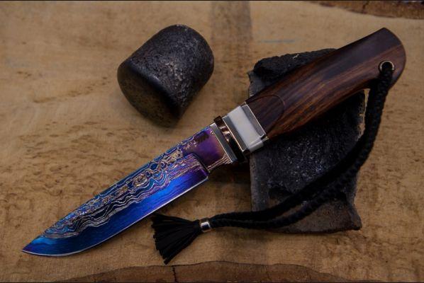 Авторский нож Путник (клинок-трехслойный ламинат,больстер-титан,мозайка,клык моржа,дерево – айронвуд, резная рукоять)