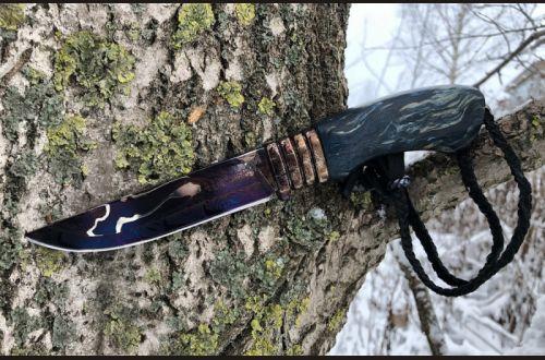 Авторский нож Ладья <span>(трехслойный ламинат, больстер мозаичный дамаск, стабилизированная карельская береза, кожаный темляк, резная рукоять)</span>