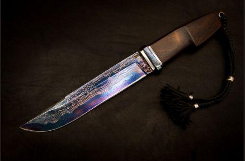 Авторский нож Таежный <span>(трехслойный ламинат, айронвуд, больстер мозаичный дамаск, титановые вставки, резная рукоять)</span>