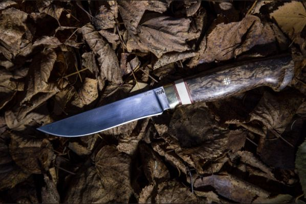 Нож Барс (м390, больстер-латунь,вставка-лосиный рог,стабилизированная карельская береза,мозаичный пин, спуски от обуха)
