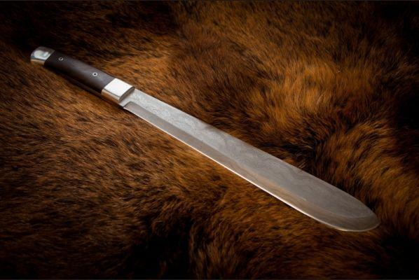 Мачете Тайга (дамасская сталь - 1200 слоев,рукоять - черный граб,накладки дюраль, цельнометаллическая)