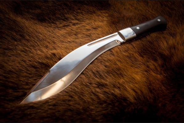 Нож Кукри (кованная - х12мф,рукоять - черный граб,накладки дюраль, цельнометаллическая)