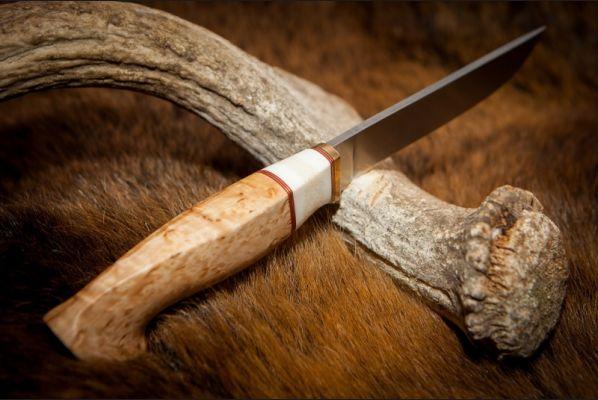 Нож Анчар <span>(сталь s290, спуски от обуха, стабилизированная карельская береза, вставка клык моржа)</span>