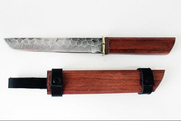 Нож Танто <span>(дамаск, долы камень, бубинга помеле, деревянные ножны)</span>