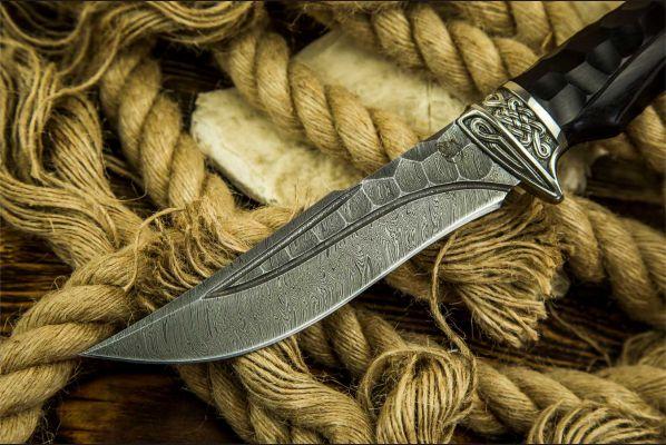 Нож Кайман <span>(дамаск, долы - камень, чёрный граб, литьё мельхиор, резная рукоять)</span>